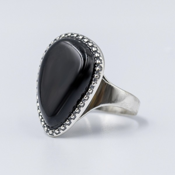 Pierścionek srebrny  z czarnym kamieniem